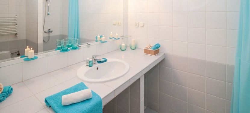 Tip Tuesday | How to avoid streaky mirrors — Rock BluffConstruction